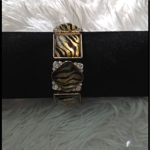 Jewelry - Stretchy animal print bracelet